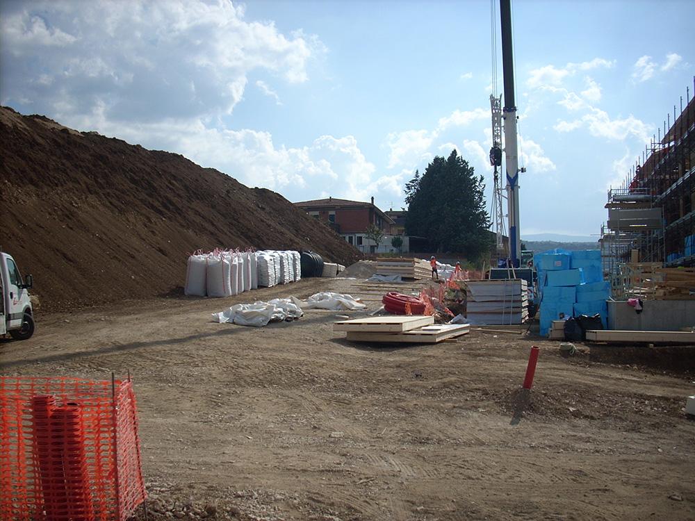materiale in deposito per fono edilizia cantiere