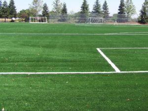 manutenzione con intaso erba sintetica calcio