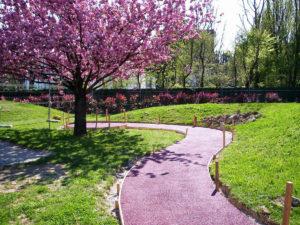 finale in gomma colata rossa per giardino pubblico